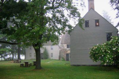 HistoricNewEnglandSPL_Sideyard-759×500